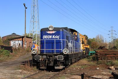Orion Kolej SM42 2167, Warszawa Zachodnia, shunting an engineer's train - 24/10/14.
