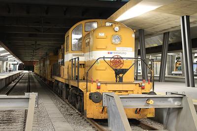 Fergrupo 51-LOA-9000 (ex-CP 1507) on an engineering train, Porto Campanhã - 18/10/14.