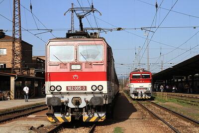 ZSSK 162005 / 757015, Vrútky, 7817 10.30 to Košice / Zr1849 10.54 to Zvolen - 18/09/15.