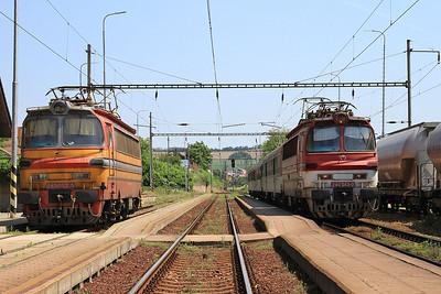 ZSSK 240043 arr Podhájska, 5730 11.49 Levice-Nové Zámky .... ZSSKC 240024 stabled on left - 29/05/15.
