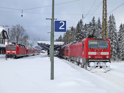 DB 143 856 / 143042,  Hinterzarten, RB26929 10.40 Freiburg(Brsg)-Neustadt(Schwarz) / RB26930 10.39 Seebrugg-Freiburg(Brsg) - 02/02/15.