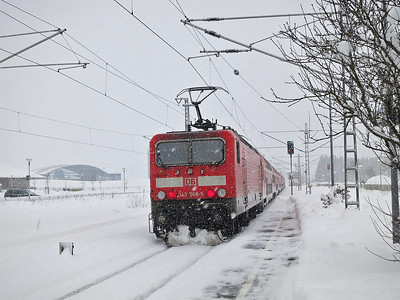 DB 143308 dep Titisee, on rear of RB26949 14.10 Freiburg(Brsg)-Seebrugg - 01/02/15.