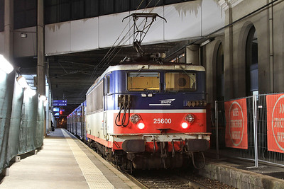 SNCF 25600, Rennes, on rear of 854257 18.40 to Montreuil sur Ille - 30/10/15.
