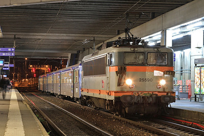 SNCF 25590, Rennes, 854434 19.55 ex St. Malo - 30/10/15.