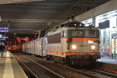 SNCF 25590, Rennes, 854434 19.55 ex St. Malo - 30/10/15.