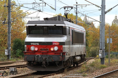 SNCF 15016 running round at Caen - 30/10/15.