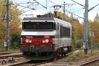 SNCF 15016 running round at Caen - 30/10/15.