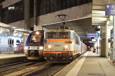 SNCF 25681, Rennes, 854384 18.48 ex St. Malo - 30/10/15.
