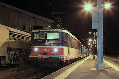 SNCF 25600, Montreuil sur Ille, having arrived on 854257 18.40 ex Rennes, and about to depart ECS back to Rennes - 30/10/15.
