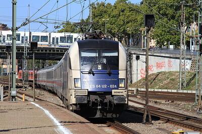 Dispolok 182524 (still in Wiener Lokalbahn livery) arr Mannheim Hbf, IC2571 07.27 Münster (Westf)-Stuttgart - 01/10/15.