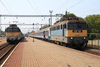 MÁV 431149, Balatonszentgyörgy, EX865 11.30 Keszthely-Budapest Déli ....... 431174 on left is on rear of 18424 12.21 to Nagykanizsa - 14/08/15.