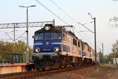 PKP EP07 1018 (+EP07 1067 dead), Wrocław Mikołajów, TLK47101 16.25 Katowice-Poznań - 24/04/15.