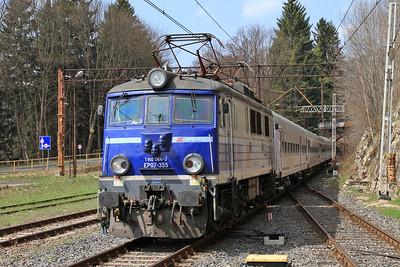 PKP EP07 355, Sklarska Poręba Górna, shunting the stock for TLK61100 13.17 to Warszawa Wschodnia - 24/04/15.