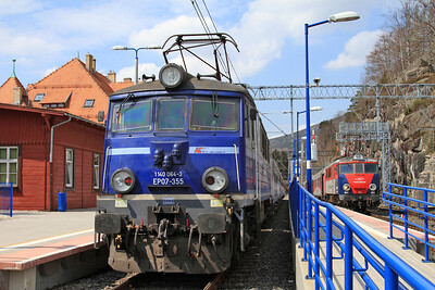 PKP EP07 355 / EP07P 2005, Sklarska Poręba Górna, TLK61100 13.17 to Warszawa Wschodnia / R67900 14.40 to Poznań - 24/04/15.