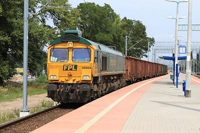 FPL 66604 heads through Wrocław Mikołajów with a rake of wagons - 23/07/15.