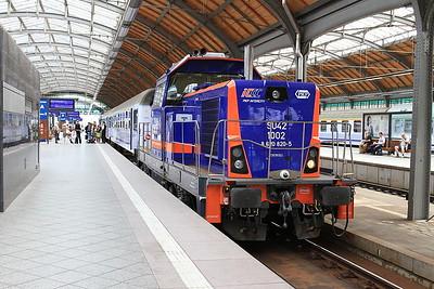 PKP SU42 1002, Wrocław Gł, having just shunted the Kodowa Zdrój portion off TLK16101 into another platform - 23/07/15.