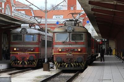 BDZ 44100 / 45149, Varna, PV30154 13.45 to Burgas / PV20162 14.23 to Shumen - 09/12/16.