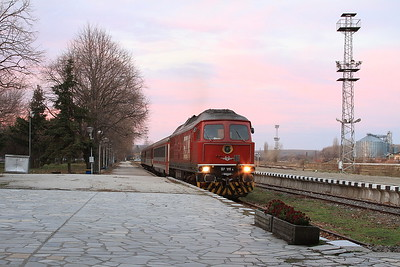 BDZ 07111, Silistra, BV9647 20.25 ex Sofia (the 07 having worked the train from Samuil) - 09/12/16.