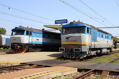 KŽC 749259 & ZSSKC 752023 posed nicely at Trebišov - 22/06/16.