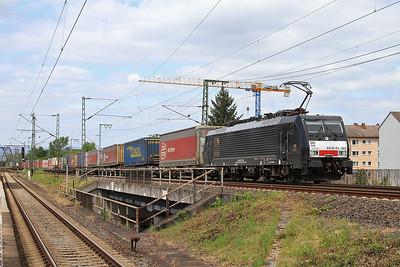 DISPO 189803 passes Frankfurt (Main) Niederrad with a container train - 14/05/16.