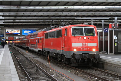 DB 111023, München Hbf, RE4064 09.24 to Passau - 11/11/16.