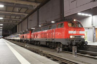 DB 218421+218401, München Hbf, EC197 18.09 ex Zürich - 10/11/16.