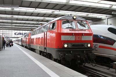 DB 218421+218401, München Hbf, EC193 07.47 ex Basel SBB - 11/11/16.