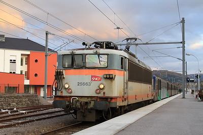SNCF 25663, Remiremont, 835244 18.33 to Nancy - 23/03/16.