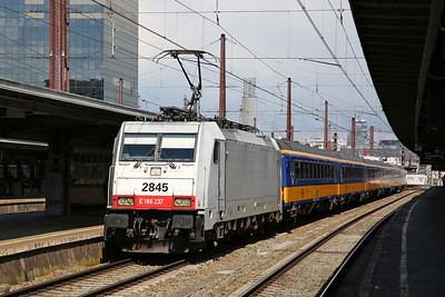 SNCB 2845 (BTK 186237, on hire), Brussel Zuid, IC9228 09.52 ex Amsterdam C.S. - 26/04/17.