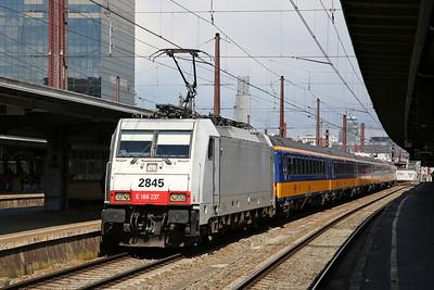 SNCB 2845 (BTK 186237, on hire), Brussel Zuid, IC9228 09.52 ex Amsterdam C.S. - 26/04/17.