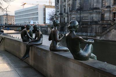 Interesting statues opposite the Berliner Dom - 01/03/17.