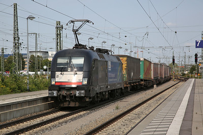 Dispolok 182567 passes München Ost with a train of lorry trailers - 08/09/17