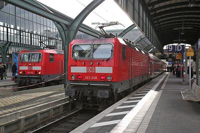 DB 143166 / 143248, Darmstadt Hbf, RB15711 10.38 Wiesbaden-Aschaffenburg  / RB15714 10.46 Aschaffenburg-Wiesbaden - 09/12/17.