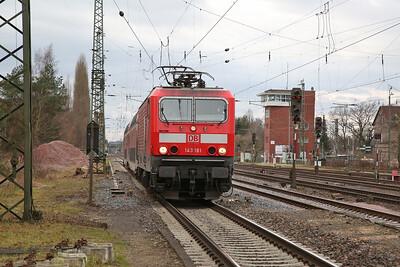 DB 143181 arr Darmstadt Kranichstein, RB15713 11.38 Wiesbaden-Aschaffenburg - 09/12/17.