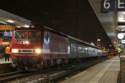 HLP 143005, Nϋrnberg Hbf, DPE25551 17.45 'Sonderzug' to Leipzig - 09/12/17.