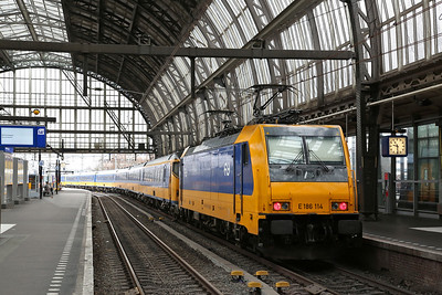 NS 186114, Amsterdam C.S., on rear of IC924 09.37 to Breda - 19/03/17.
