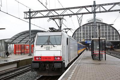 NS 186239, Amsterdam C.S., on rear of IC911 08.14 ex Breda - 19/03/17.