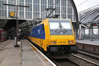 NS 186042, Amsterdam C.S., on rear of IC1034 11.49 to Rotterdam - 19/03/17.