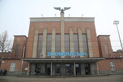 Fabulous communist era station at Olomouc hl - 03/02/18