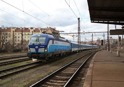ELOC (on hire to ČD) 193294 runs through Praha Vršovice, ECS after working into Praha hl with an EC - 02/02/18