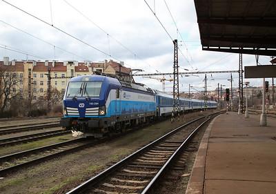 ELOC (on hire to ČD) 193294 runs through Praha Vršovice, ECS after working into Praha hl with an EC - 02/02/18