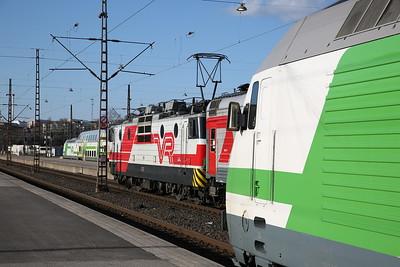 VR Sr1 3060, Helsinki Central, P31 18.39 to Moskva Leningradski .... in an Sr2 sandwich - 19/04/18