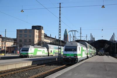 VR Sr2 3232 / Sr2 3246, Helsinki Central, IC179 17.49 to Pori / IC24 11.55 ex Oulu - 19/04/18