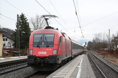 ÖBB 1116 199 dep Prien am Chiemsee, on rear of EC113 08.20 Frankfurt(Main)-Klagenfurt - 16/02/18