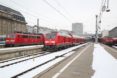 DB 111227 / 245002 / 218414, München Hbf, RE4861 13.36 ex Nürnburg / RE57414 16.20 to Memmingen / RE57511 14.06 ex Füssen - 20/02/18