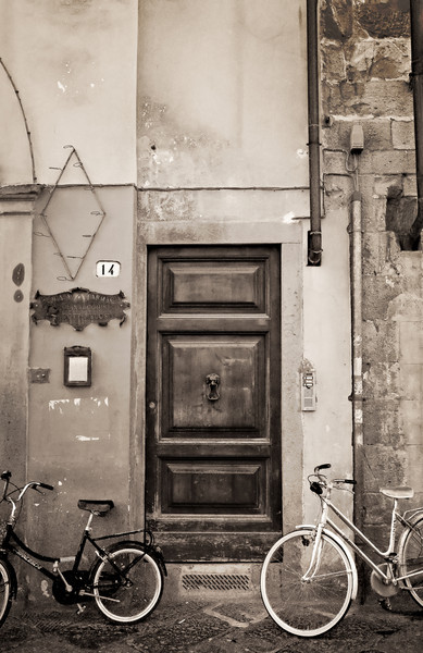 <font size=+2>Bikes and Door</font>  Lucca, Italy <font size=-1>(5-04582)</font>