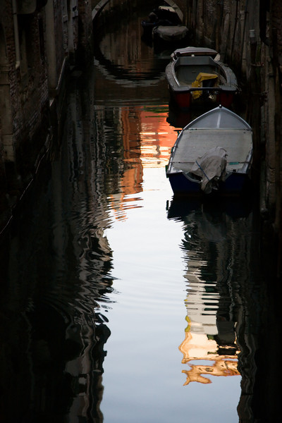 <font size=+2>Venetian Canal in the Morning</font>  Venice, Italy <font size=-1>(5-01927)</font>