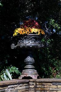 Neat flower urn.