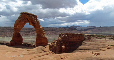 Delicate Arch. Had to wait a while and snap this quick to get it without people posing under it.