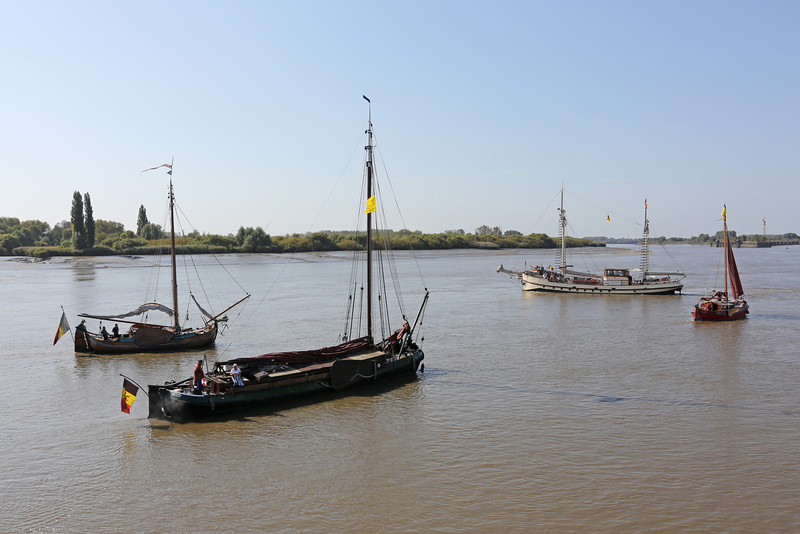 Viering 100 Jaar Internationale Vliegweek in Temse - Zondag 16 september 2012<br /> Historische vaartuigen op de Schelde
